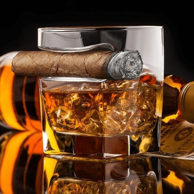 Whiskyglas med Cigarrhållare